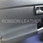 シートカバー装着車もドア内張りを張り替える事で統一感を出す事ができます。