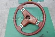 いすゞ117クーペのウレタンステアリングをロブソンレザーオリジナル革で革巻きします。